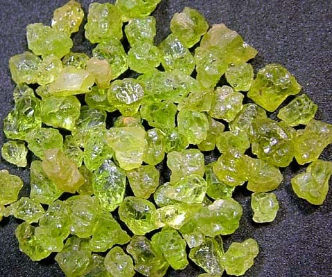 PERIDOT ROUGH (PARCEL) 50  CTS FN 1722 (LO-GR)