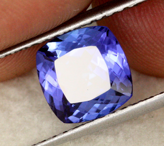 2.55 CTS VVS CERTIFIED TANZANITE STONE - EXCELLENT [ZST307]