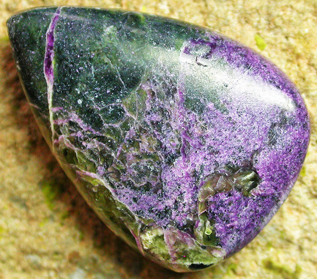 29.62 CTS STICHTITE POLISHED STONE [MGW3252]