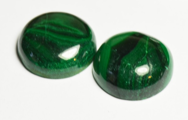 Pair of 16mm round MALACHITE GREEN cabochon - 5 to 6mm deep.
