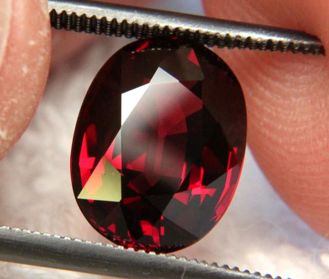 4.90 Ct Elegant VVS1 African Rhodolite Garnet - Superb