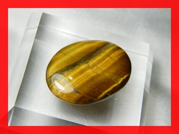 34mm 48cts Natural Shimmering Tiger Eye Cab Stone Z359