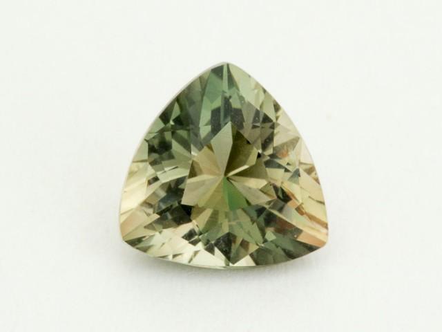 2.3ct Oregon Sunstone, Green/Champagne Triangle (S1633)
