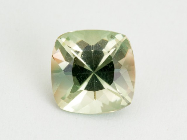 2.7ct Oregon Sunstone, Champagne/Green Square (S1617)
