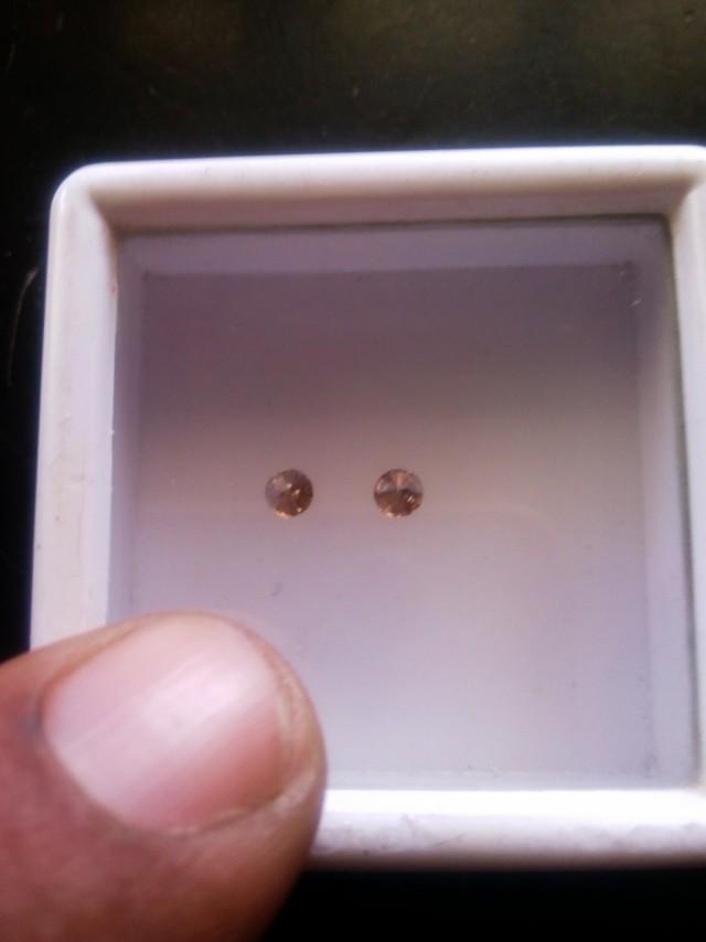 NATURAL BROWN DIAMOND-2MM SIZE-2PCSPAIR-NORESERVE