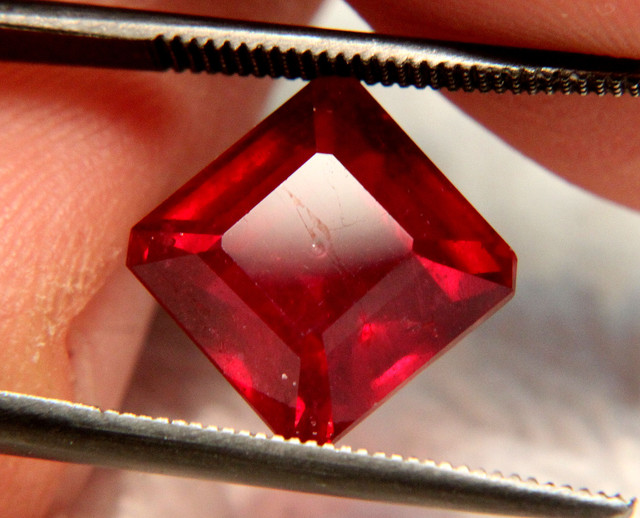 7.25 Carat Fiery VS2 Pigeon Blood Ruby - Gorgeous