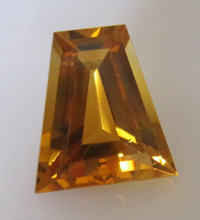 7.98cts BRIGHT NATURAL CITRINE TAPPERED BAGUETTE
