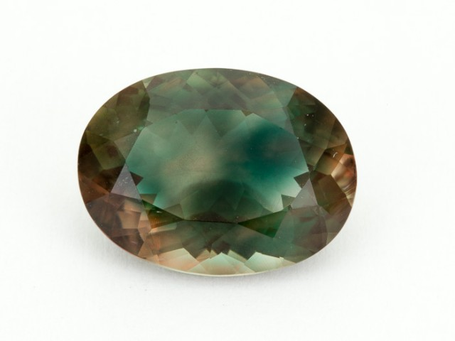 8.2ct Green Red Oval Sunstone (S1031)