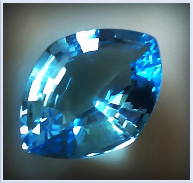CERTIFIED 10.25ct  BRIGHT SWISS BLUE TOPAZ  - FANCY CUT GEM