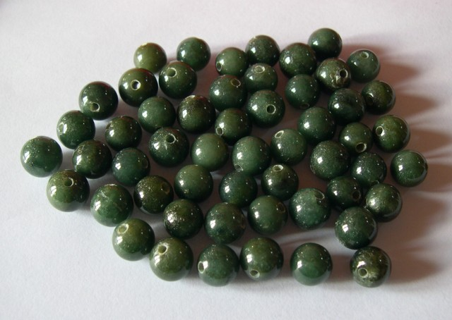 PARCEL OF 54 GREEN JADE BEADS 11,30mm/12,50mm