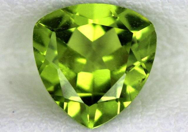 PERIDOT FACETED STONE  1.50  CTS    SG -1714