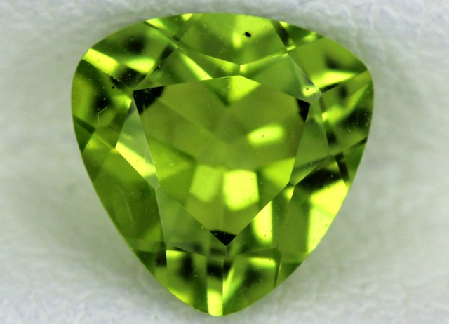 PERIDOT FACETED STONE   1.25 CTS    SG -1719