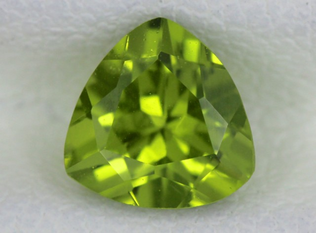 PERIDOT FACETED STONE   1.40 CTS    SG -1739