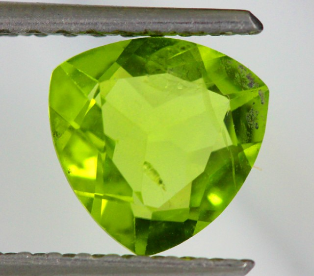 PERIDOT FACETED STONE  1.55  CTS    SG -1903