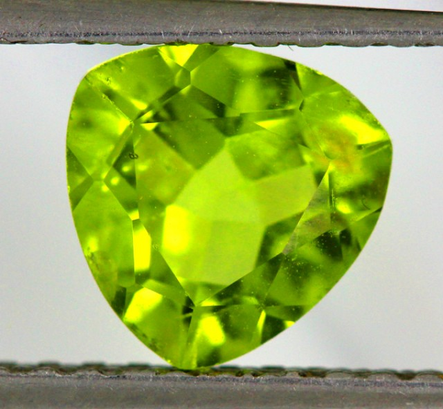 PERIDOT FACETED STONE  1.70  CTS    SG -1904