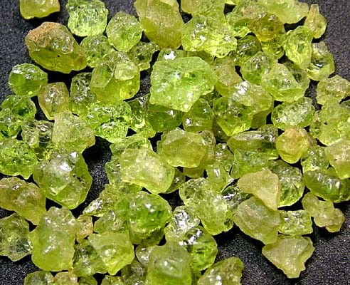 PERIDOT ROUGH (PARCEL) 50 CTS FN 2065  (LO-GR)