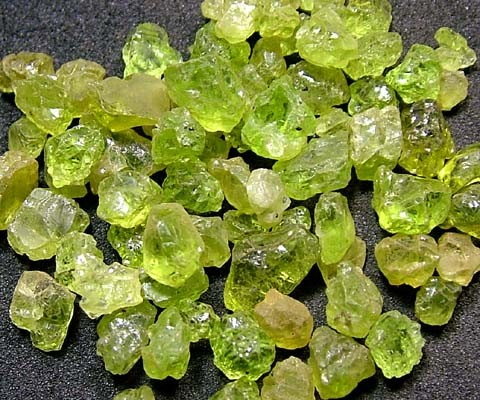 PERIDOT ROUGH (PARCEL) 50 CTS FN 2079  (LO-GR)