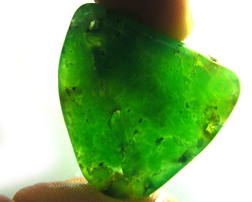 CHRYSOPRASE FROM MARYBOROUGH - TUMBLED  29CTS [FP1248]