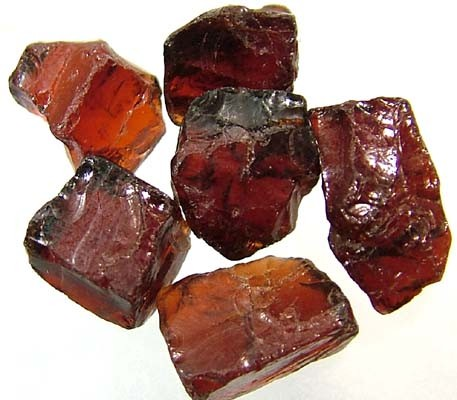 GARNET ROUGH NATURAL (PARCEL)  25 CTS FN 2409  (LO-GR)