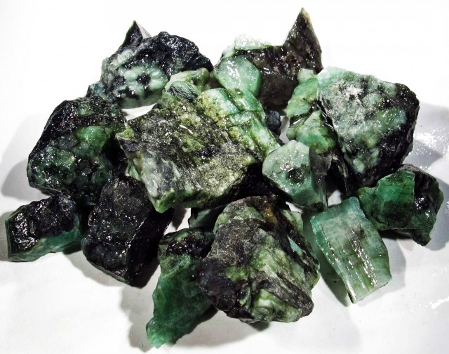 50 Grams Parcel  Brazil Emerald Rough RB10