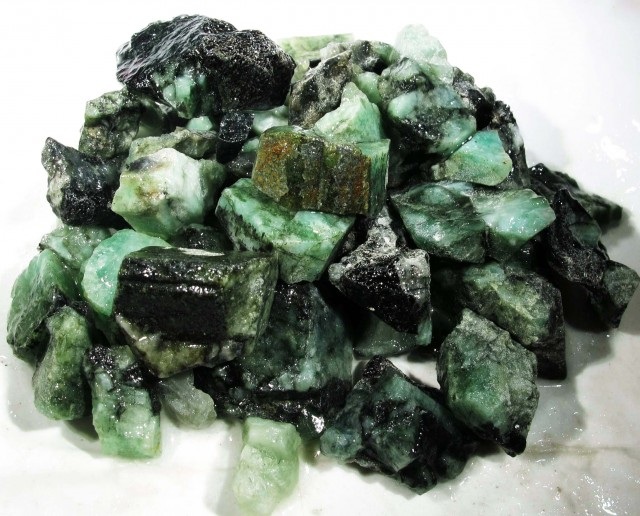 100 Grams Parcel  Brazil Emerald Rough RB15