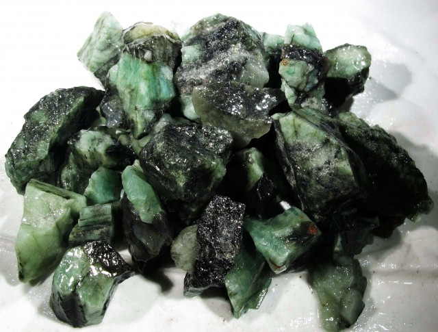 100 Grams Parcel  Brazil Emerald Rough RB16
