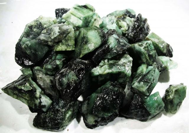 100 Grams Parcel  Brazil Emerald Rough RB26