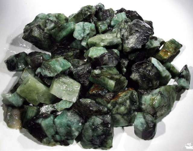 100 Grams Parcel  Brazil Emerald Rough RB30