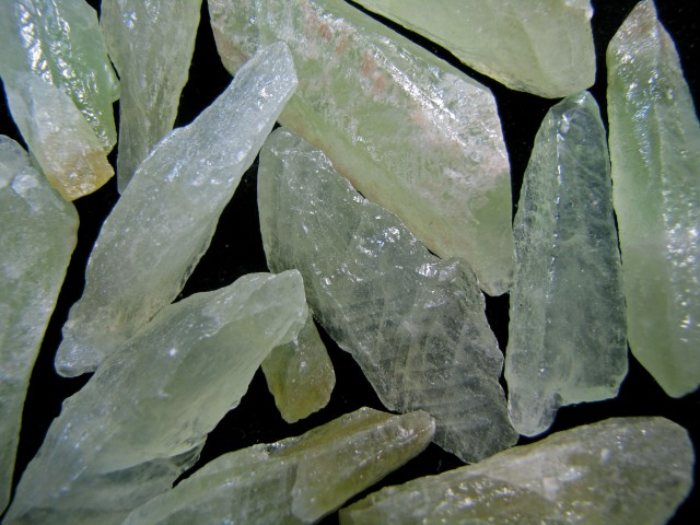 720 CTS GREEN  CALCITE FINGERS MYGM 1748