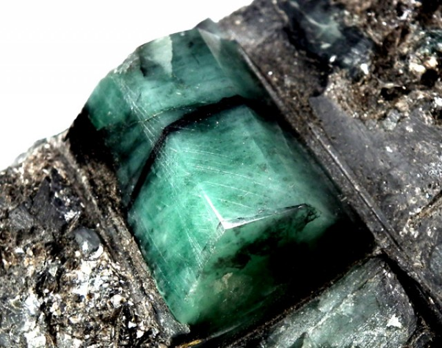 POLISHED  EMERALD SPECIMEN COLLECTOR PC 359G/ 1795 CTS