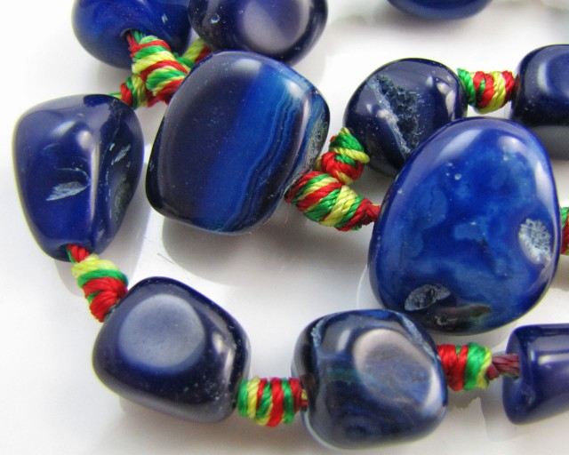330  Cts Blue col    Agate  Strand Beads   GG 1966