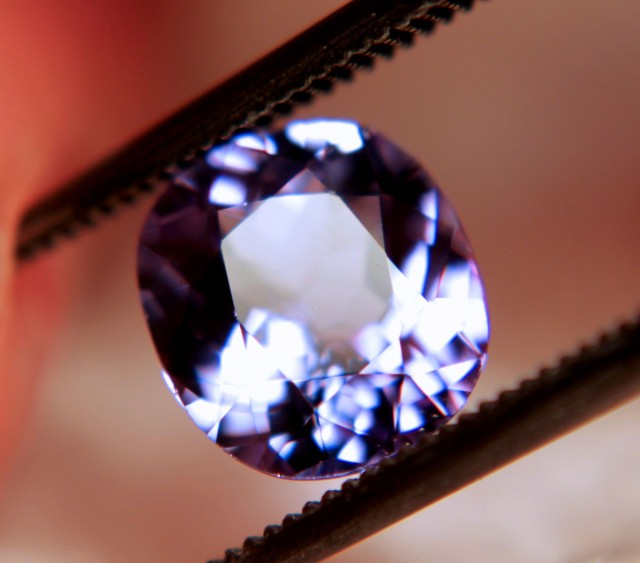 1.90 Carat VVS Flashy Purple / Blue Tanzanite