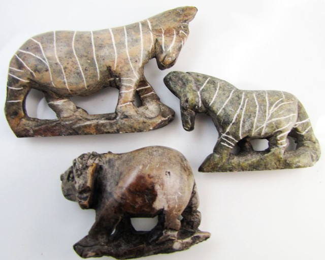 0.199 KiloThree AfricanWild  Animal Carvings  GG 2250