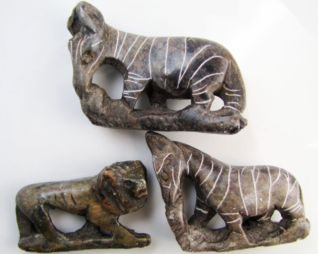 0.211 KiloThree AfricanWild  Animal Carvings  GG 2255