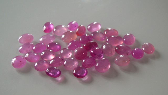 PARCEL OF NATURAL RUBY CABOCHONS 191 CTS
