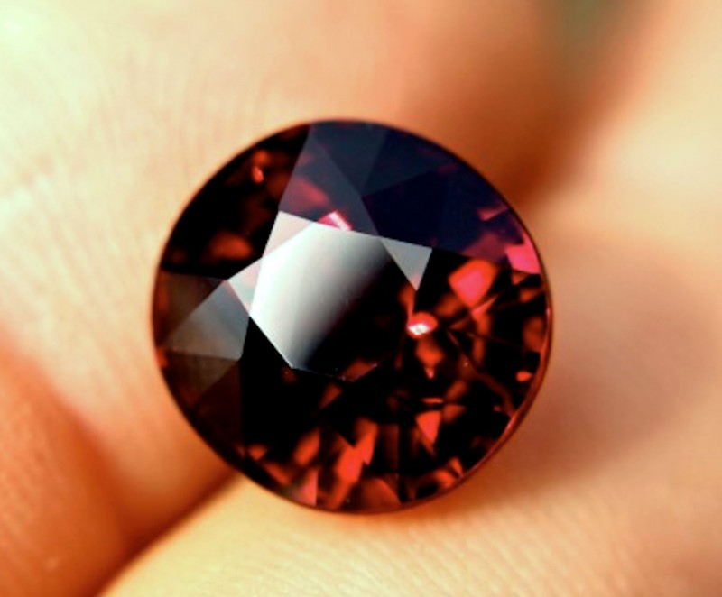 CERTIFIED - 11.31 Ct. Vibrant Red VVS1 Spessartite Garnet