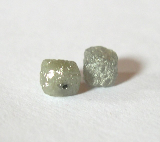 NICE PAIR OF NATURAL DIAMOND CUBES 1,38 CT