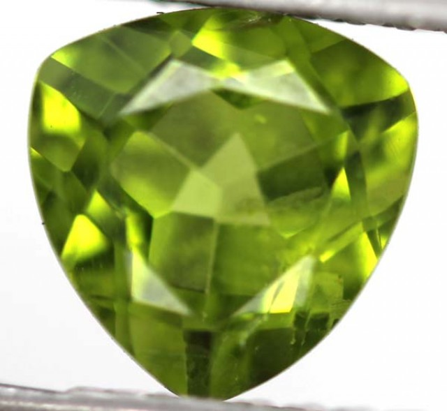 GREEN PERIDOT FACETED STONE  2.2  CTS    SG -1967
