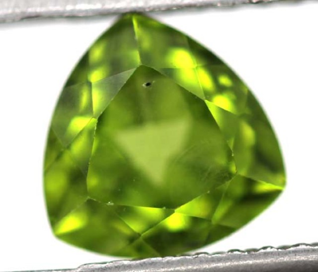 GREEN PERIDOT FACETED STONE 2.4   CTS    SG -1970