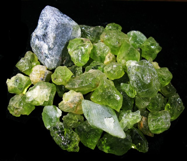 120 00 Cts Arizona Peridot Rough Parcel Usa F4785