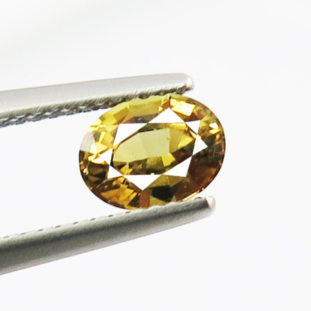 1.20ct Lovely Golden Green Chrysoberyl VVS Brazil, EBA02
