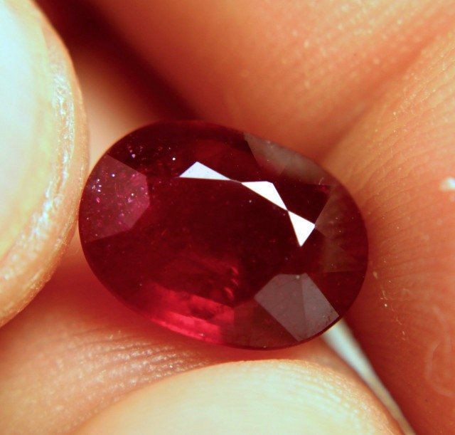 4.95 Carat VS Fiery Ruby With Sparkles