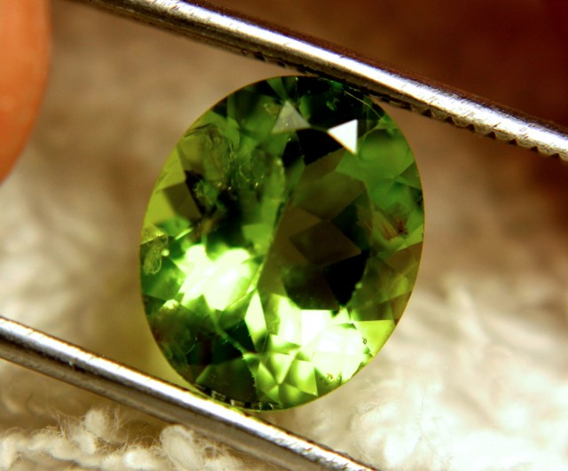 4.69 Carat VS/SI Himalayan Peridot - Beautiful Stone