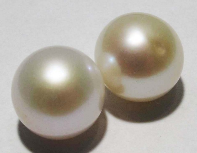 10 - 11 MM WHITE PEARL PAIR AAA GRADE ROUND-HIGH LUSTER [ST8484]