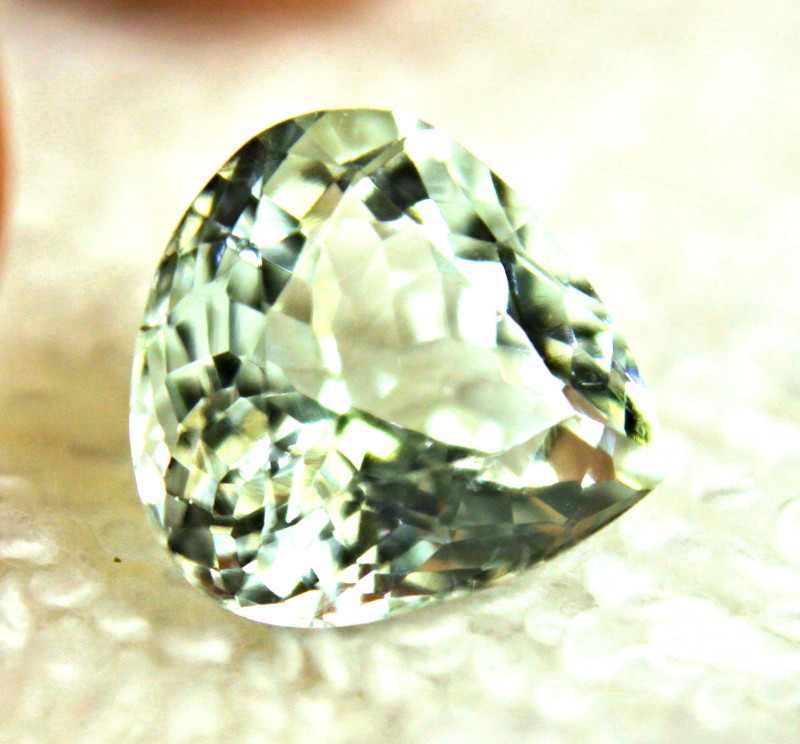 CERTIFIED - 4.842 Carat Pale Green Aquamarine - Gorgeous