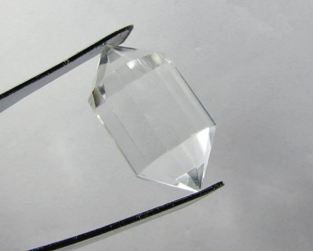 29cts Quartz Crystal Double Pointed Faceted Z2265