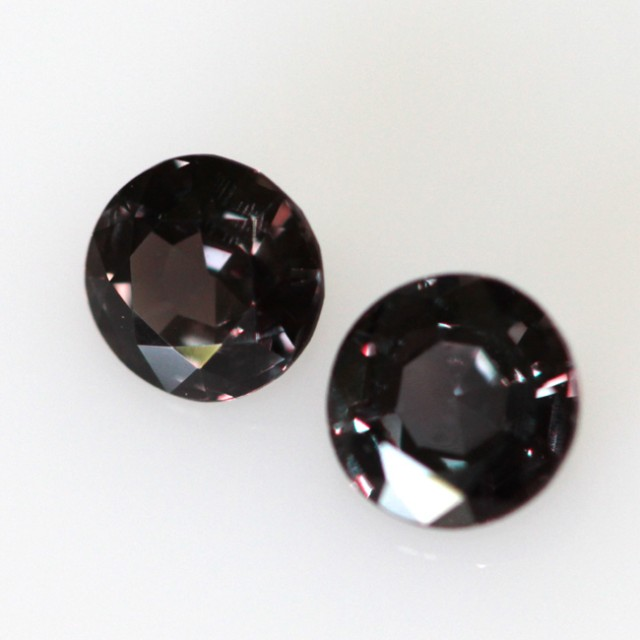 0.97cts  Matching Round Pair Natural Colour-Change Sapphires 2pcs Beautiful