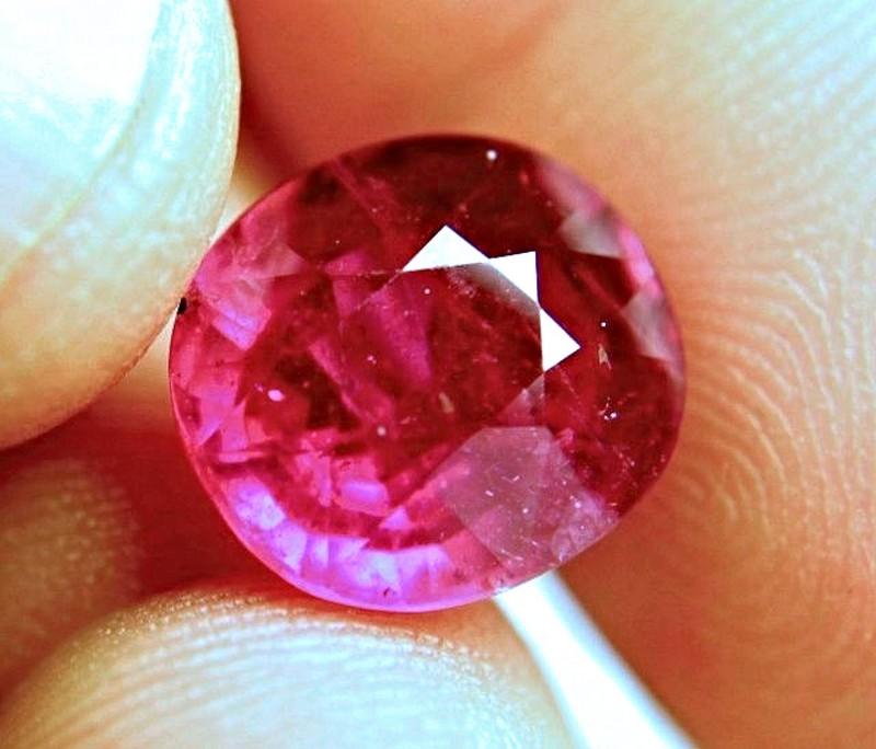 8.88 Carat VS Cherry Ruby - Gorgeous