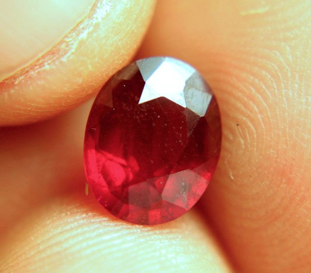 3.32 Carat VS/SI Pigeon Blood Ruby - Gorgeous