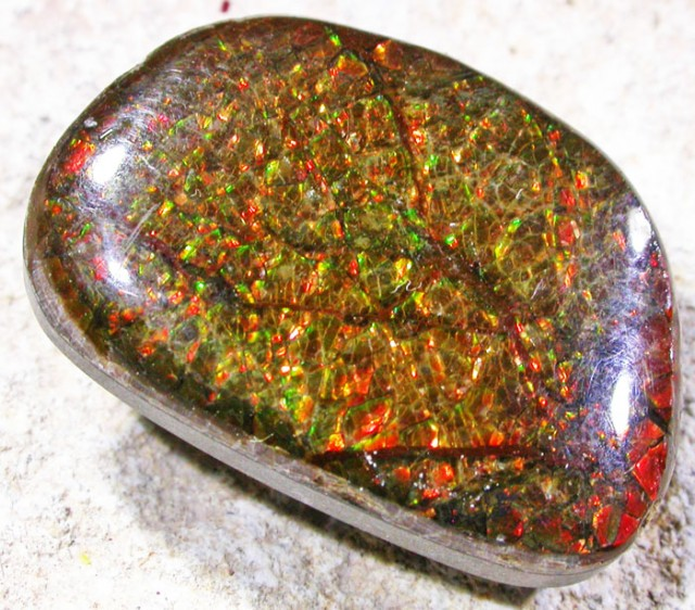 13.9 CTS NEON BRIGHT AMMOLITE DOUBLET [MGW4440]